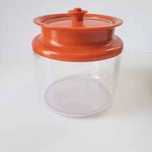 Vintage Tupperware 3 3/4 cup Pushtop Container